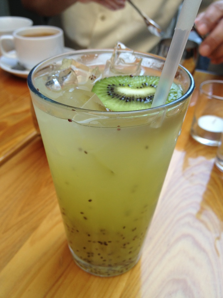 kiwi sparkling lemonade from extraordinary desserts in san diego, ca