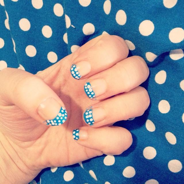 nails - Polka dot tips!