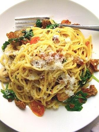 with crispy bacon, garden tomatoes, spinach, garlic, olive oil ...