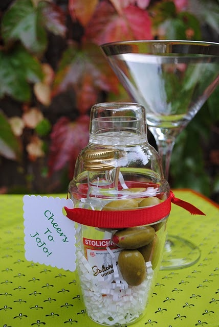 Ridiculously cute martini party favor ~Cute idea but uhh...are the olives supposed to be thrown in there like that?...~