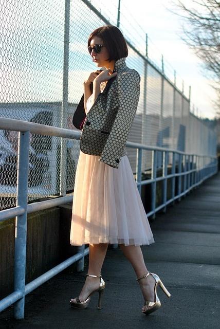 cute heels | gold sandals | tulle skirt