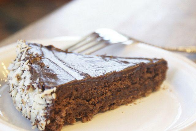 Reine de Saba avec Glaçage au Chocolat (Chocolate and Almond Cake ...