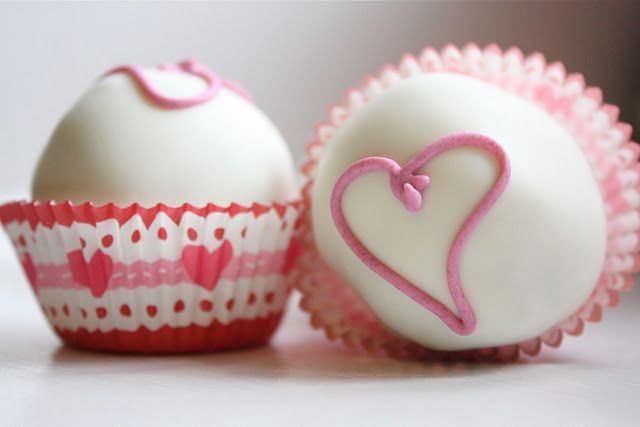 Sweet and simple little cake balls.   Valentine's Day Sweets   Pinter ...