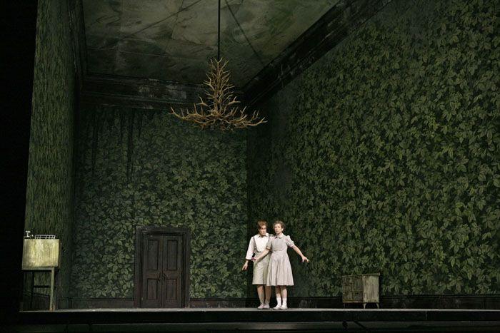 Hansel and Gretel at the Met. | escenografia | Pinterest