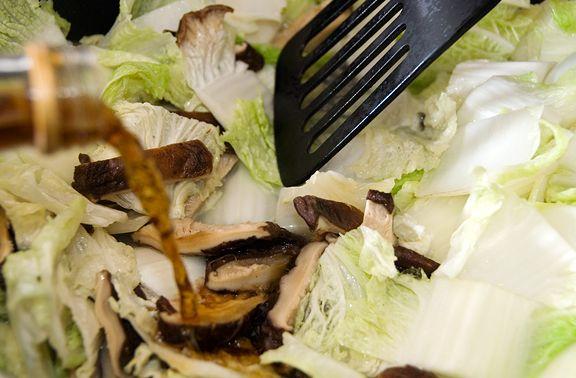 Recipe: braised napa cabbage with mushrooms