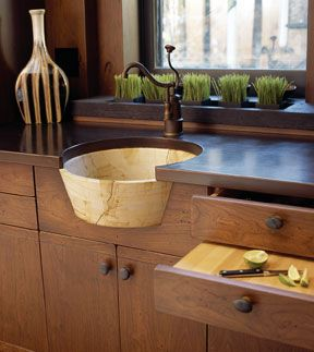 butlers pantry sink....I really want a separate Butlers Pantry ...