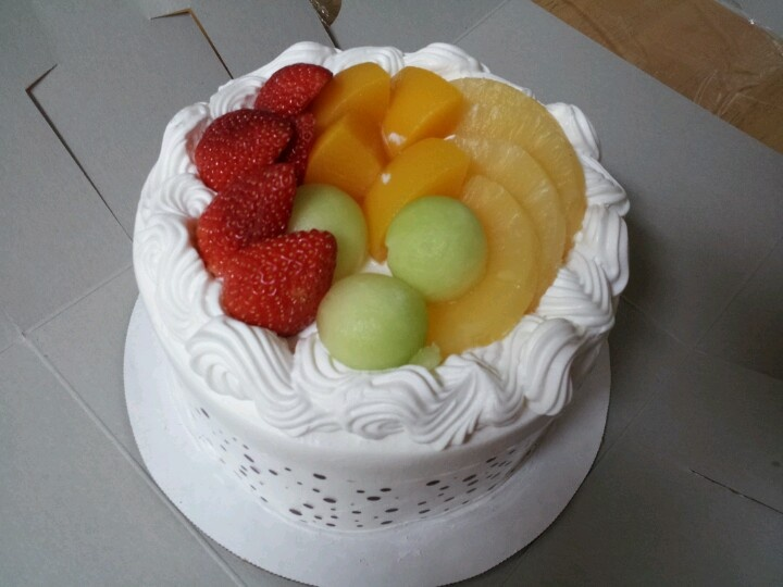 Cake With Fruits On Top : Asian Cake with Fruits on Top Yummy Foods D Ate Pinterest