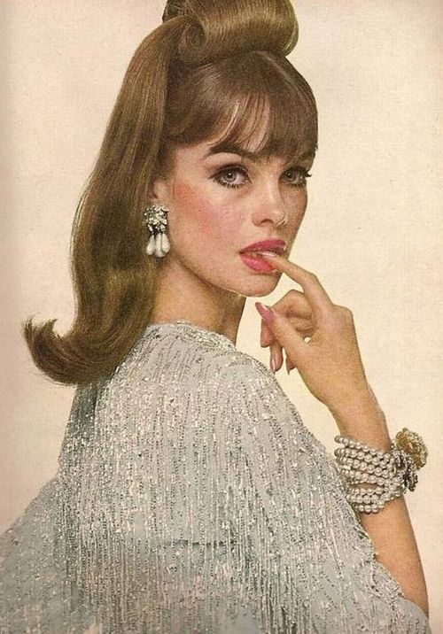 Jean Shrimpton in diamonds and pearls, 1960s.