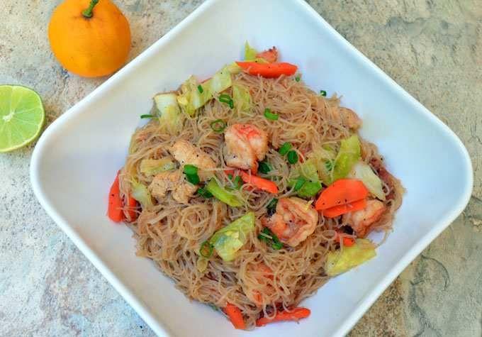 Filipino Pancit Bihon Guisado (Stir-fry Rice Noodles) http://www ...