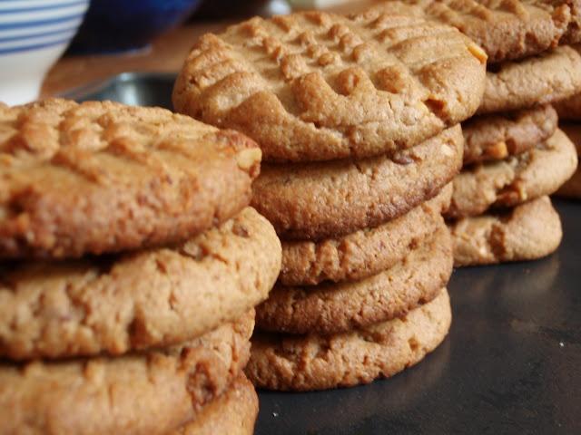 The BEST Peanut Butter Cookie Recipe! | cookies- sweet bites! | Pinte ...