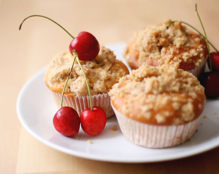 Cherry-Crumble Cupcakes - For everyone who loooves cherries and ...