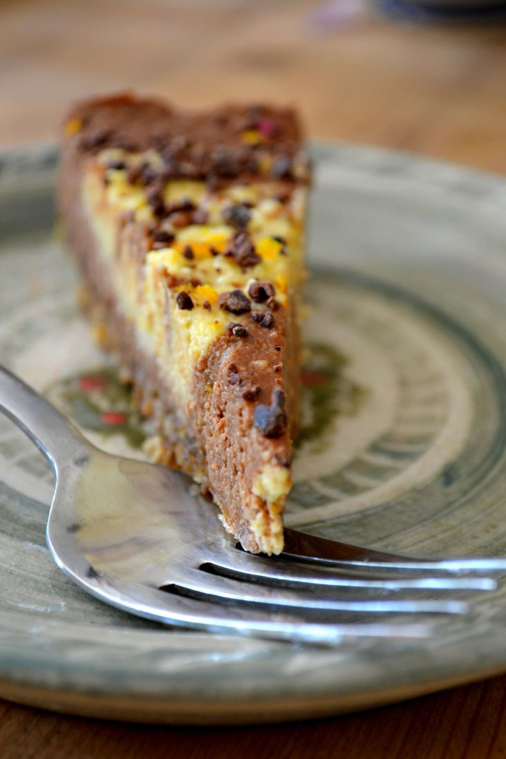 "Raw chocolate-orange swirl ""cheesecake"" 