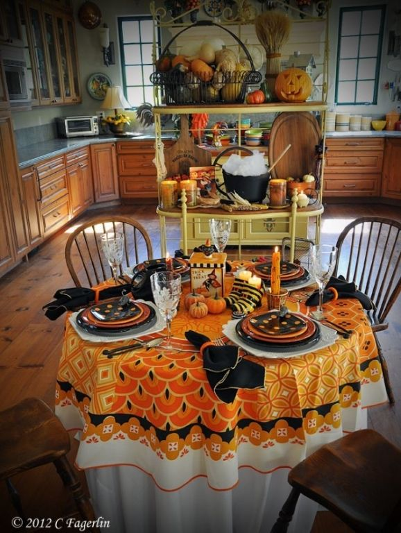 halloween table decorations halloween pinterest. Black Bedroom Furniture Sets. Home Design Ideas