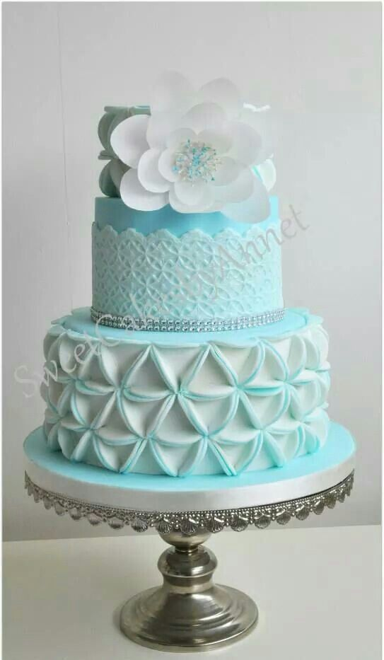 Blue wedding cake design.