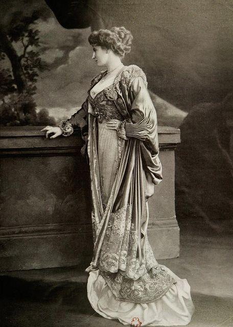 Robe et Manteau du Soir 1909