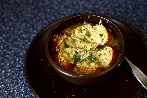 I might be too lazy to make this myself. But just in case... I LOVE me some French onion soup!!