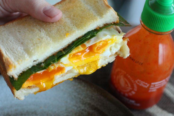Fried egg sandwich with Sriracha - http://www.tokyoterrace.com/2009/11 ...