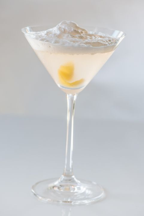 aviation cocktail with creme yvette foam | Lush | Pinterest