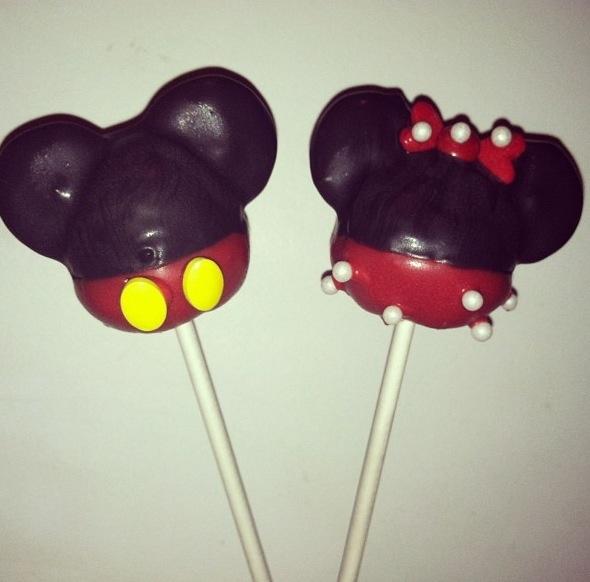 Mickey and Minnie Cake PopsMickey And Minnie Cake Pops Instructions