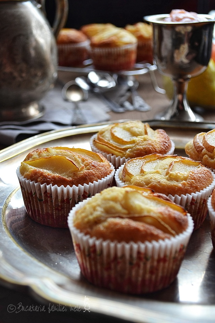 Ѽ Muffins with Applesauce, Pears and Vanilla