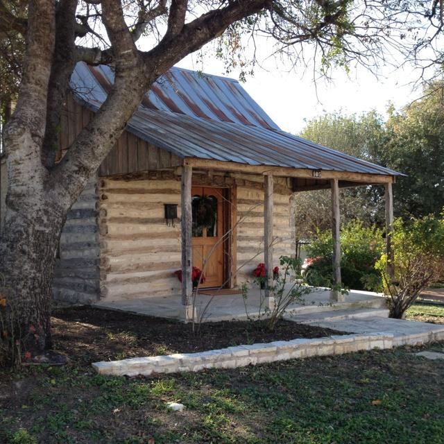 Rustic cabin fredericksburg texas joy studio design for Cabins near fredericksburg tx