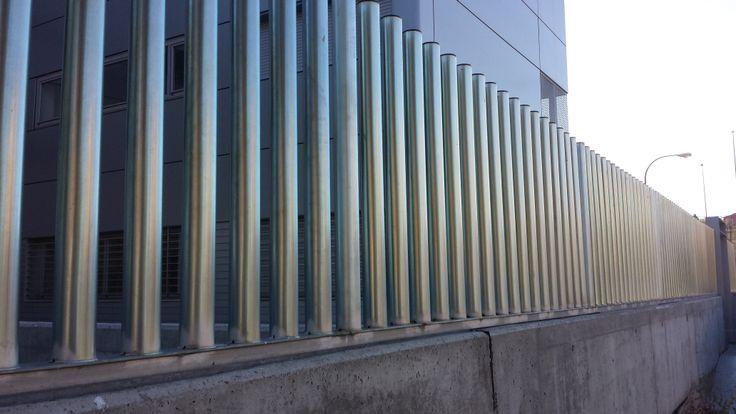 Verja #empalizada con #tubos de #hierro #diseño #cerrramientos # ...