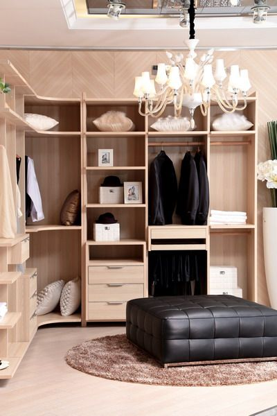 side photo of walk-in closet_oppein