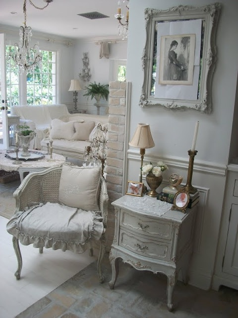 shabby chic room LOVE!