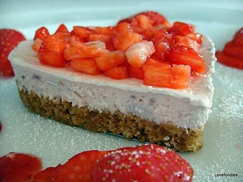Strawberries and Cream Cheesecake | Stuff to Try | Pinterest