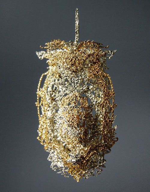 Fumiki Taguchi Brooch: Jewelry claim 1, 2013 Gold, silver 12 x 5 x 3 cm Photo by Fumiki Taguchi