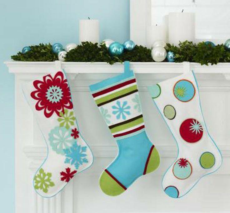 Modern christmas mantel decorations christmas mantel for Modern holiday decorations for home