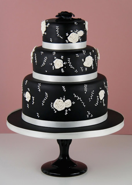Pin by Carolyn Campanile on Cake Inspiration -Black and White | Pinte ...