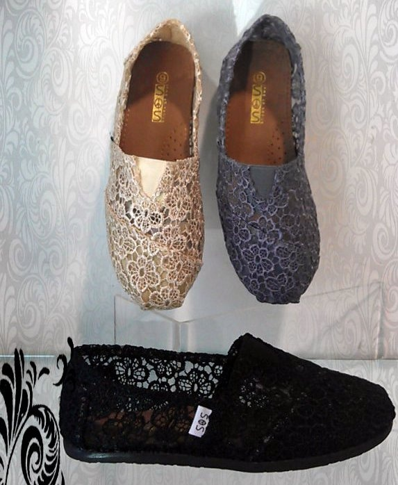 The Jean Girl: SOS Shoes, cream