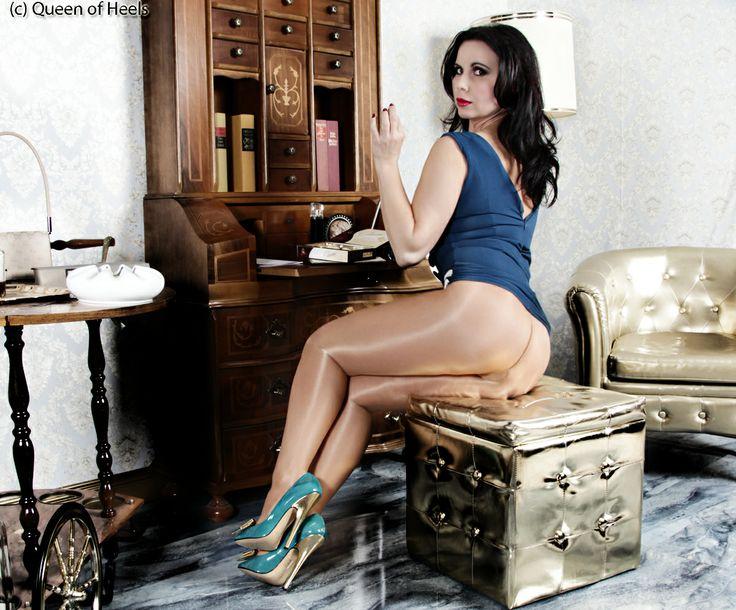 www.Queen-of-heels.de kiss Gina :-) #highheels #legs #hair #pantyhoses: pinterest.com/pin/341992165426084228