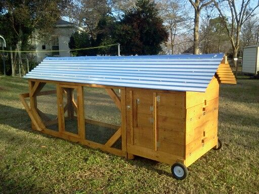 Pin by debbie ayscue on wood pallet chicken coops pinterest for Wood pallet chicken coop