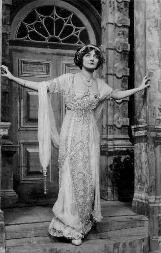 Actress and singer Lily Elsie (1886-1962) in a gown designed by Lucille, Lady Duff-Gordon (1863-1935), date unknown.
