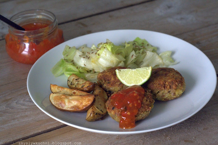 Tuna & chickpea burgers + Thai inspired salad dressing