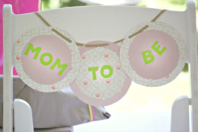 mom to be chair sign baby shower pinterest