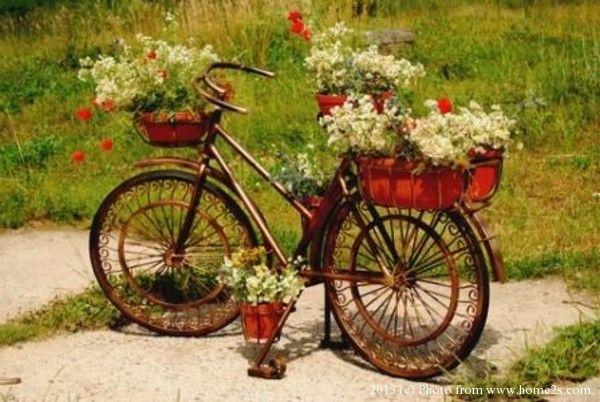 10 bike themed garden decorations gardens pinterest for 70 bike decoration