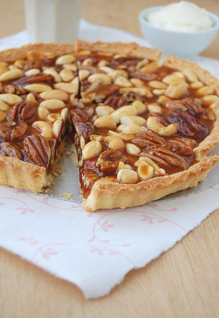 Caramel nut tart with brandy cream / Torta de caramelo e nuts com ...
