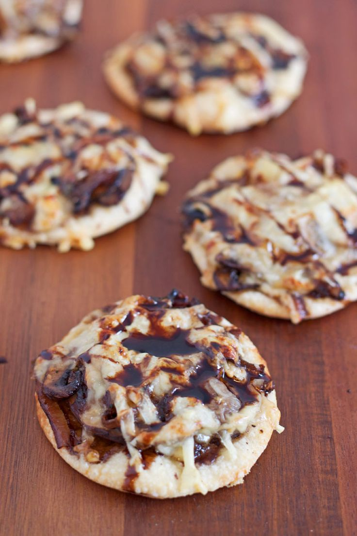 Guinness Caramelized Onion Pizzettes | www.reciperunner.com