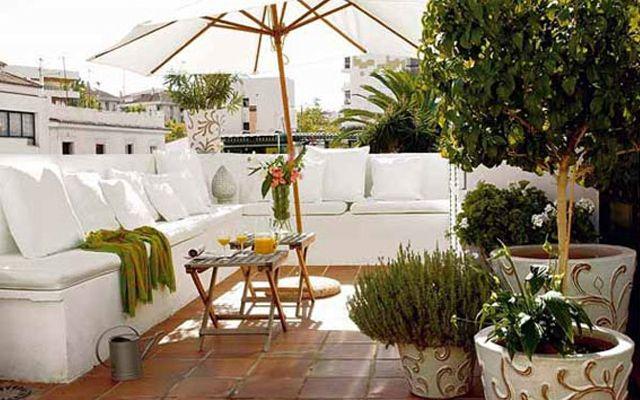 Balcon con sof en l terrazas y balcones balcony for Terrazas con sofas
