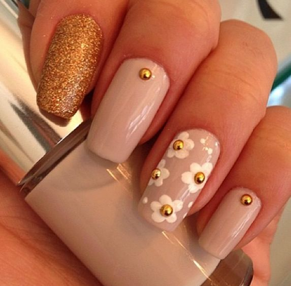 Beige nails with flower daisies | nails | Pinterest
