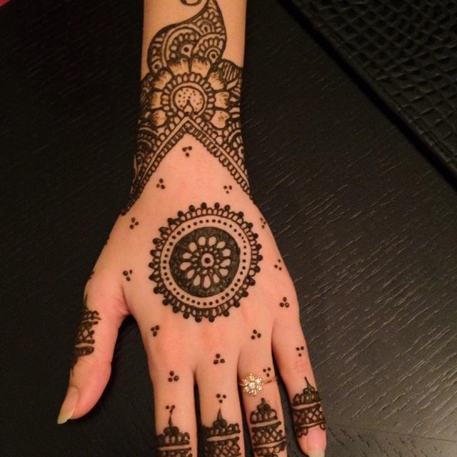 Mehndi Ke Tattoo : Henna back hand makedes