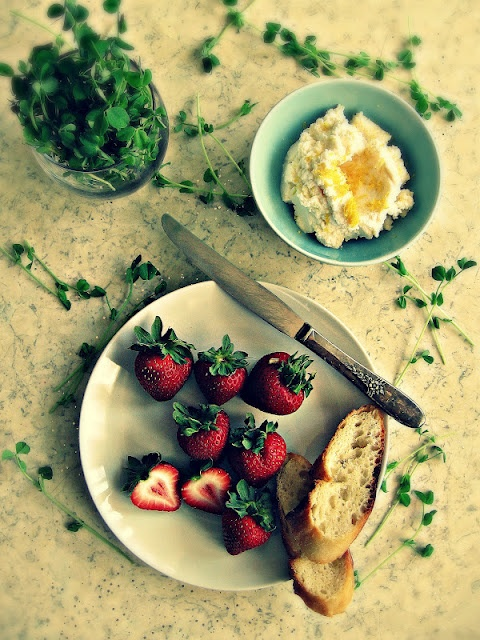 Crostini with balsamic strawberries, ricotta and pea shoots