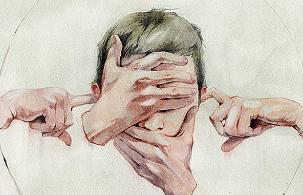 dibujo manos sobre la cara
