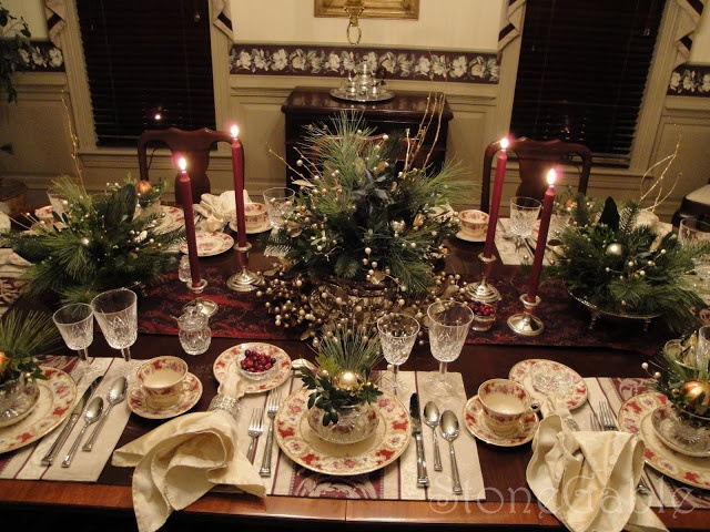Formal Traditional Christmas Tablescape December 21