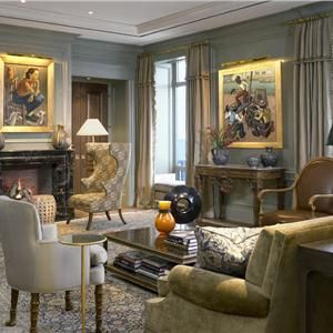 Traditional (Victorian, Colonial) Living Room by Jessica Lagrange