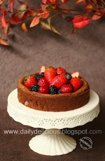 Fallen chocolate cake with fresh berries | Cakes | Pinterest