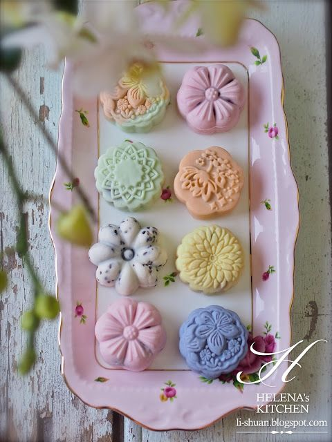 Snow skin mooncake CAKES FROM THE MOON!!! THIS BUNNY IS ABOUT TO HAVE ...